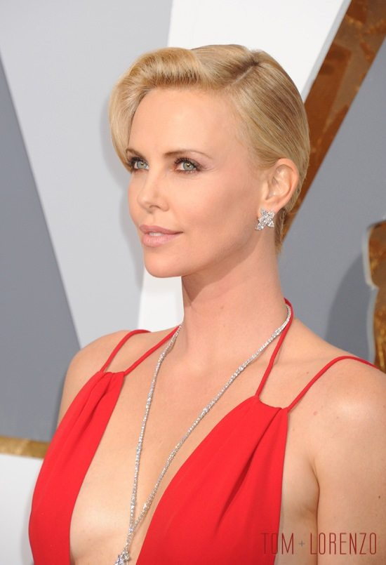 Charlize-Theron-Oscars-2016-Red-Carpet-Fashion-Christian-Dior-Tom-Lorenzo-Site-4